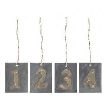 Zahlenanhänger mit goldenen Zahlen